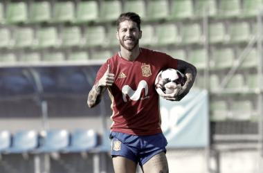 Sergio Ramos en un entrenamiento con la selección española. / Fuente: Sefutbol.