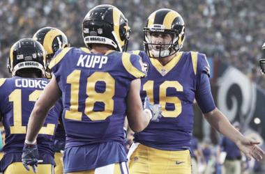 Goff y Kupp celebran una de sus anotaciones de la noche | Foto: NFL