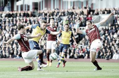 Arsenal supera Burnley e segue sonhando com título da Premier League