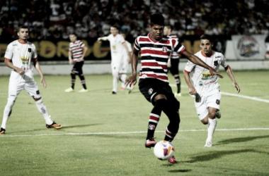 Depois de belo gol contra o Serra Talhada, Raniel ganha nova chance entre os titulares (Foto: Antônio Melcop/Santa Cruz)