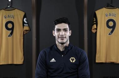"""Raúl Jiménez comemora renovação de contrato com Wolverhampton: """"Encantado de estar aqui"""""""