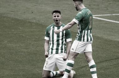 Raúl García de Haro se hinca de rodillas para festejar un gol con el Betis Deportivo. Foto : @raulgdh9