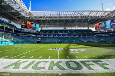 The Baltimore Ravens and Miami Dolphins face off at Hard Rock Stadium (Photo: Mark Brown/Getty Images)