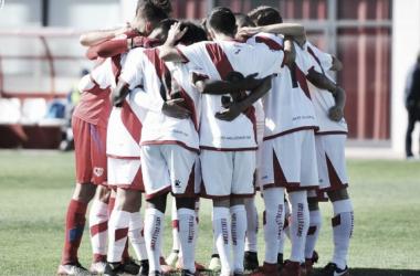 Jugadores antes de comenzar un partido | Fotografía: Rayo Vallecano