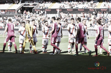 Jugadores del Rayo y Valladolid antes del partido. Fotografía: La Liga