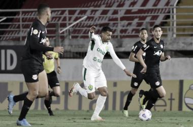 Em jogo truncado, Cuiabá encerra jejum de gols e tira RB Bragantino da liderança do Brasileirão