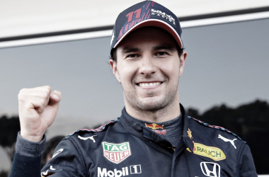 Sergio Pérez celebra la victoria. Fuente: Red Bull.