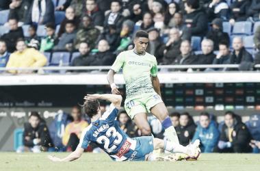 Granero en disputa del balón con Firpo | Foto: RCD Espanyol