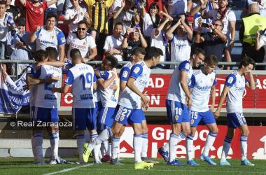 """Los jugadores del Real Zaragoza celebrando un gol. / Foto:<a href=""""https://www.realzaragoza.com/"""">www.realzaragoza.com</a>"""