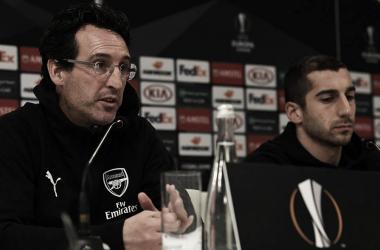 Unai Emery y Henrikh Mkhitaryan en rueda de prensa | Fotografía: Arsenal