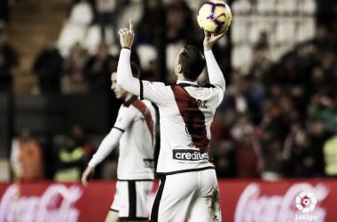 Raúl de Tomás dedicando su gol a Jorge | Fotografía: La Liga