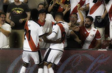 Raúl celebrando un gol con su hermano. Fotografía: Rayo Vallecano S.A.D