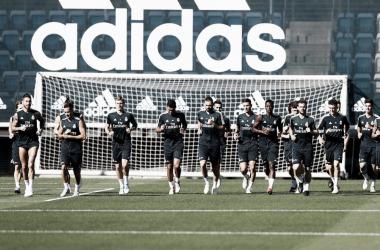 La plantilla blanca entrenando / Foto: Real Madrid