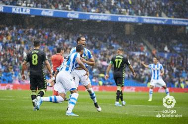 Jugadores de Real Sociedad celebran un gol ante Real Betis en Anoeta// Foto:LaLiga.es