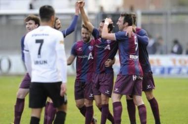 El Huesca saca un punto de Irún