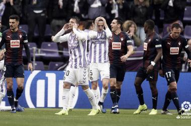 Los jugadores del Real Valladolid se lamentan de una ocasión | LaLiga