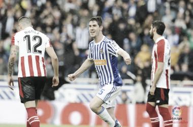 Elustondo celebrando un gol en el último derbi vasco. Foto: LaLiga