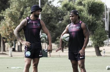 Quade Cooper y Will Genia, los dos grandes estrategas, juntos, pensando qué pueden generar en una organización que en el 2018 dio un gran salto de calidad pero que jamás pudo meterse entre los ocho mejores. Crédito: Melbourne Rebels.