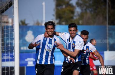 Becerra y Nabil celebran el gol de la remontada perica. Foto: Noelia Déniz - VAVEL