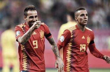 Alcácer celebra el segundo gol del partido junto a Rodrigo / Foto: UEFA