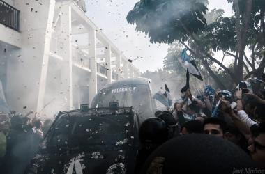 Recibimiento del malaguismo ante el Deportivo. | Foto: Javi Muñoz (VAVEL)