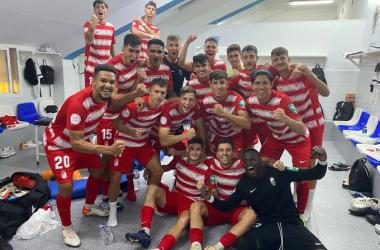 Los jugadores del Recreativo Granada celebran en el vestuario su victoria en Melilla | Foto: @canteranazari