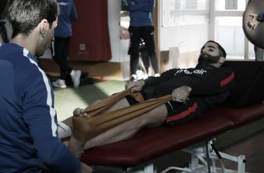 Gonalons realizando ejercicios de recuperación | Foto: Sevilla FC