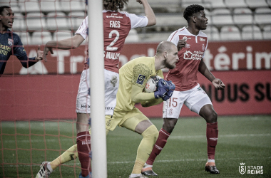 Jogadores do Lyon demonstram decepção após empate contra Reims