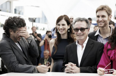 Leonardo Sbaraglia, María Marull, Oscar Martínez y Damián Szifrón posan divertidos en Cannes. (Foto (sin efecto): FDC / C. Duchene).