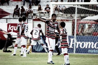 Após golaço, Renan Fonseca comemora boa fase