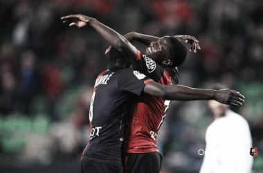 Ntep celebrates with his assister Doucoure