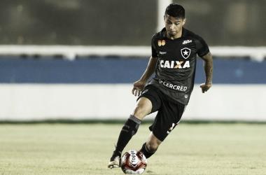 """Após estreia no Botafogo, Renatinho garante esforço: """"Pode esperar muito empenho"""""""