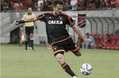 Lateral-esquerdo Renê a um jogo de atingir marca histórica de Darío Conca
