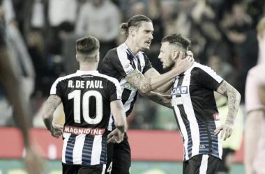 Thereau esulta con i compagni dopo il gol | repubblica.it