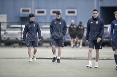 Los jugadores encaran el campo de entrenamiento | Imagen: Real Oviedo