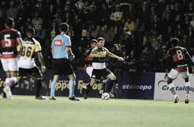 Atlético-GO vence Criciúma e cola na liderança da Série B