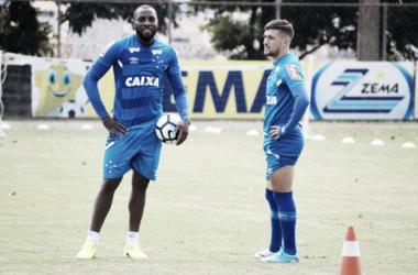 Embora tenham treinado normalmente, Manoel e Arrascaeta não foram relacionados para a partida desta quinta-feira (Foto: Alisson Guimarães/Cruzeiro)