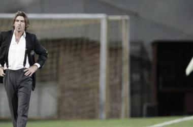 Sá Pinto entrou a ganhar (Foto: Reuters)