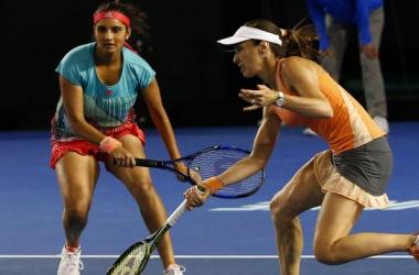 Sania Mirza (left) and Martina Hingis' 41 match streak ends in Doha/Photo: Reuters