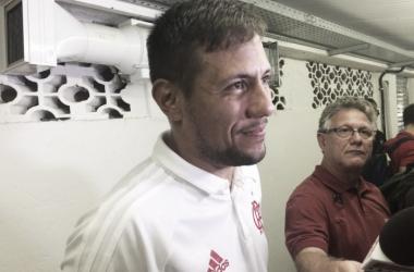 """Diego Alves minimiza briga entre companheiros e se rende ao Flamengo: """"Me sinto feliz aqui"""""""