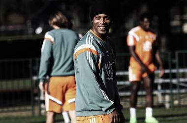 """Feliz por voltar a atuar no Flu, Ronaldinho afirma: """"Sempre um prazer vestir essa camisa"""""""