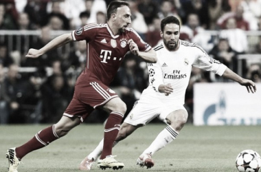 Ribery y Carvajal pugnan por el balón/Foto: UEFA.COM