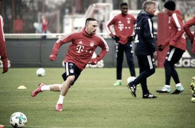 Franck Ribéry volta a treinar no Bayern, mas sem previsão de retorno aos gramados
