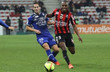 Ricardo à la lutte avec Florian Marange (Crédit photo : OGCNice.com)