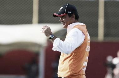 """Ricardo Gomes aponta questão física na derrota ao Vitória: """"Foi o que mais pesou"""""""