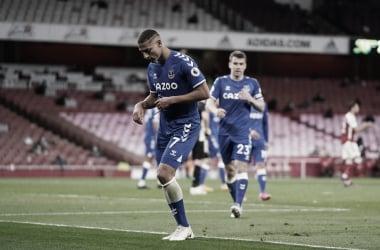 Everton vence Arsenal fora de casa e permanece vivo por vaga na Europa League