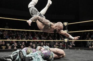 Gran combate durante el programa de NXT de anoche. Fuente: PlanetaWrestling.com