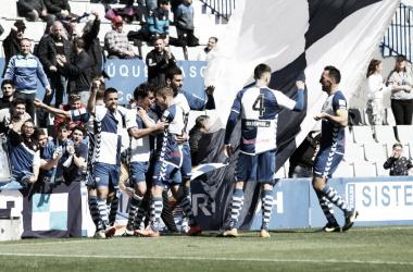 Los jugadores del Sabadell, celebrando un gol | Foto: Sandra Dihör - CE Sabadell