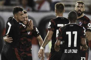 Suárez abraza a Mayada tras la asistencia. FOTO: GOAL (Getty images)