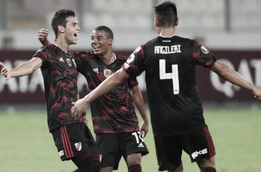 Ferreira festeja el golazo que le dio el empate a River. FOTO: Trome